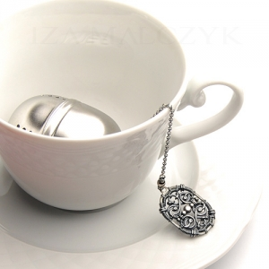 Ornate tea ball infuser - Grey Iza Malczyk